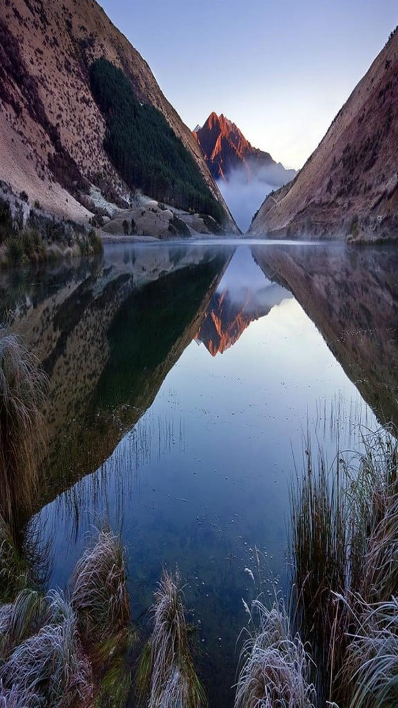 Crystal-Clean-Lake-Among-Mountains-iPhone-6-plus-wallpaper-ilikewallpaper_com