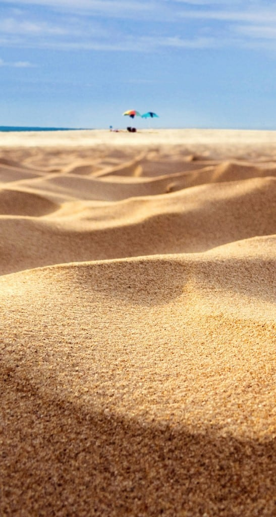 Beach-Sand-Closeup-Holiday-iphone-5s-parallax-wallpaper-ilikewallpaper_com