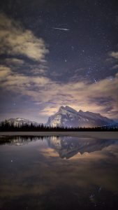 nature-night-meteor-shooting-sky-view-lake-reflection-iphone-6-plus-wallpaper